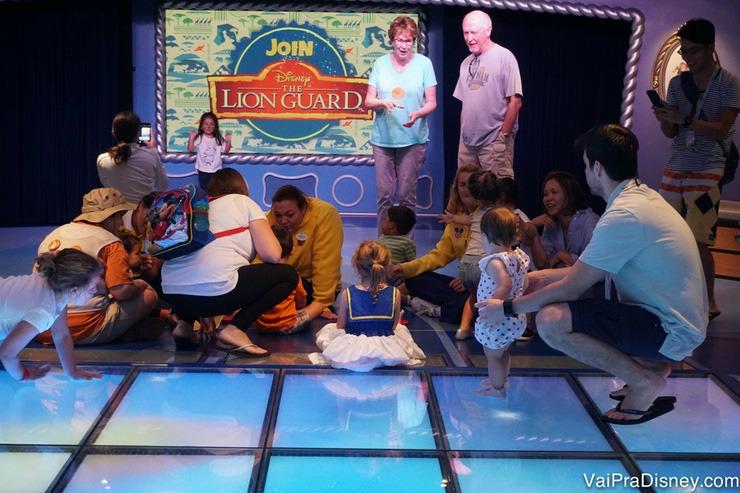 Foto das crianças no open house no clube infantil do Disney Fantasy