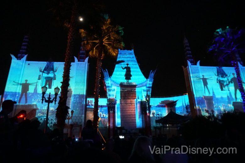 Foto durante o show de projeções Movie Magic mostrando a Mary Poppins