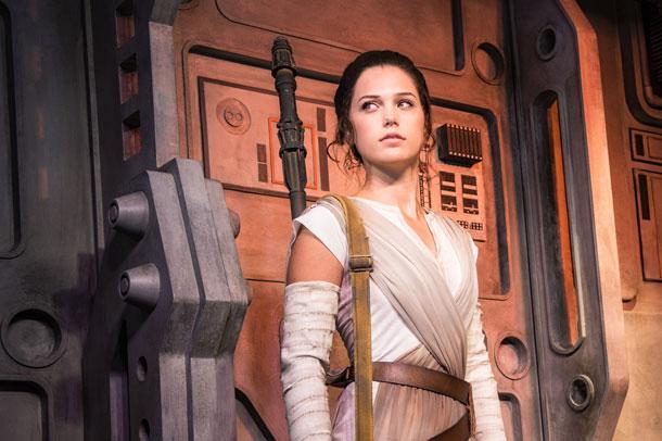 Rey aparecerá em show de fogos no navio!