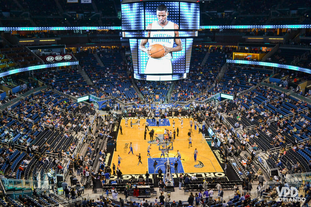 Imagem da quadra de basquete em um jogo da NBA do Orlando Magic. A data de início da temporada 2020/2021 foi divulgada.