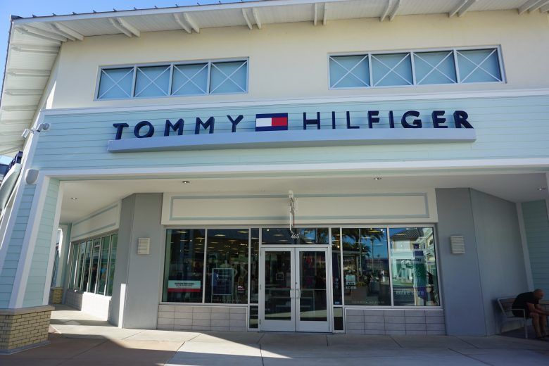 Foto da fachada da loja Tommy Hilfiger no Premium Outlet de Tampa