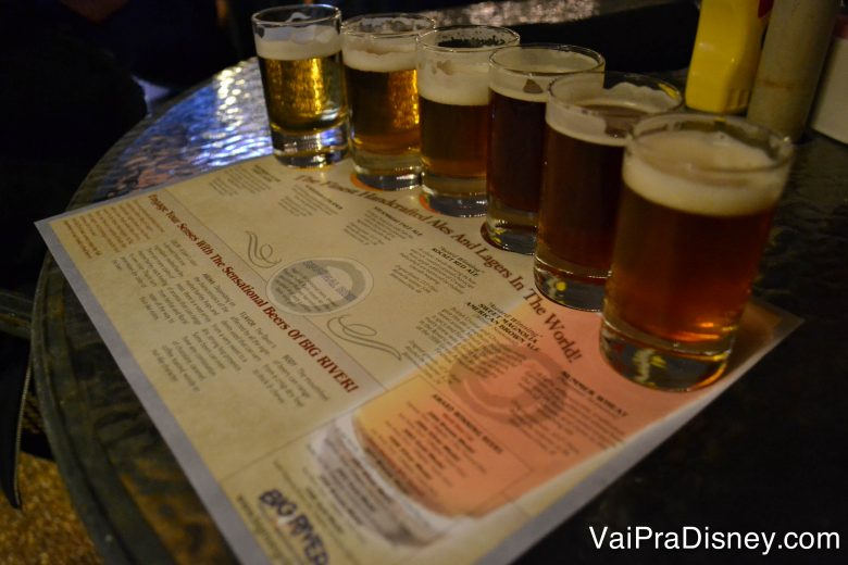 degustação de cervejas no Big River Grille, opção legal pra ver os jogos.