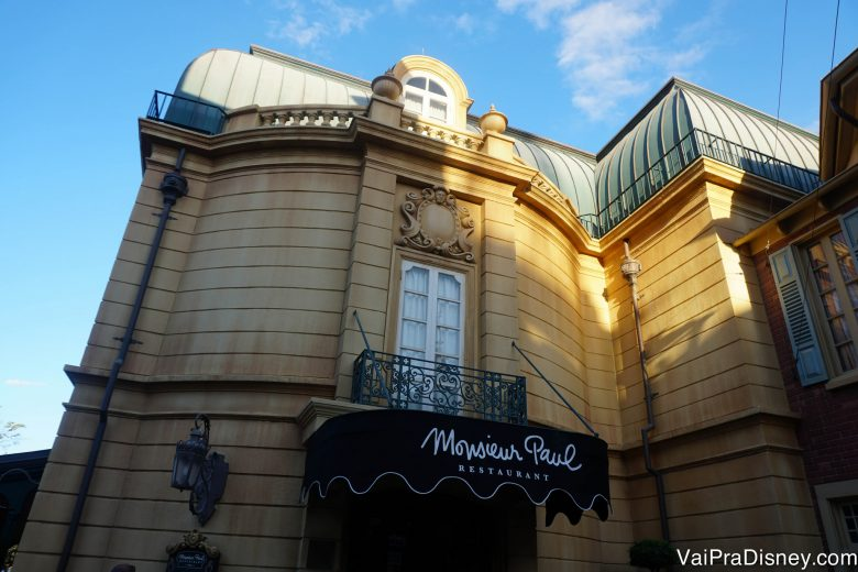 A entrada do Monsieur Paul, com estilo parisiense