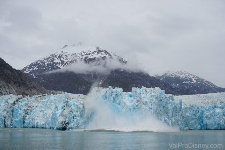 Foto da geleira durante o passeio pelo Endicott Arm no cruzeiro pelo Alaska