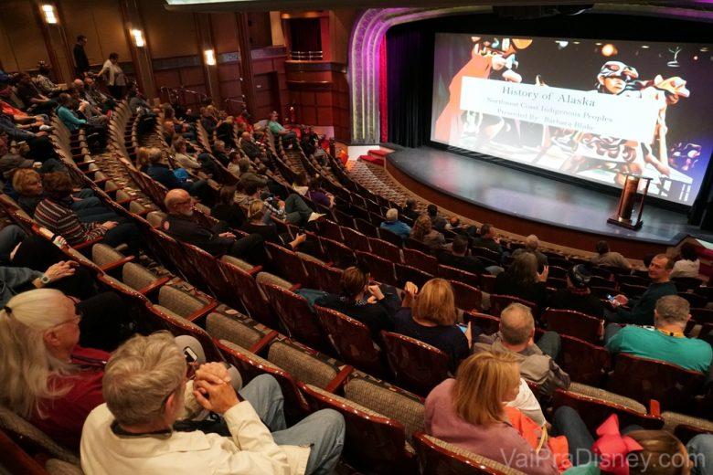 Sabe-se lá o porquê temos essa foto, mas ta aí uma imagem da palestra que o Fe assistiu! :)