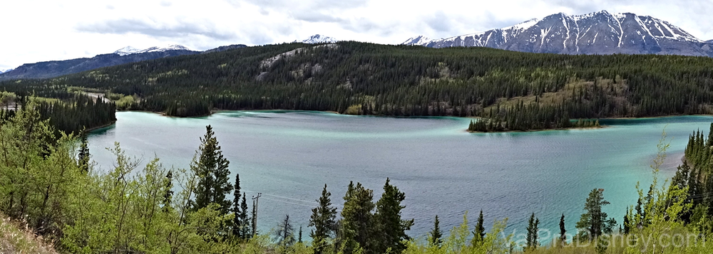 Foto de Emerald Lake durante o Yukon Discovery Tour