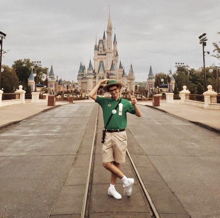 Aquela foto com o Magic Kingdom deserto, que todo mundo sonha em ter. Foto do Marcelo, da equipe do VPD, na Main Street vazia, com uniforme da Disney