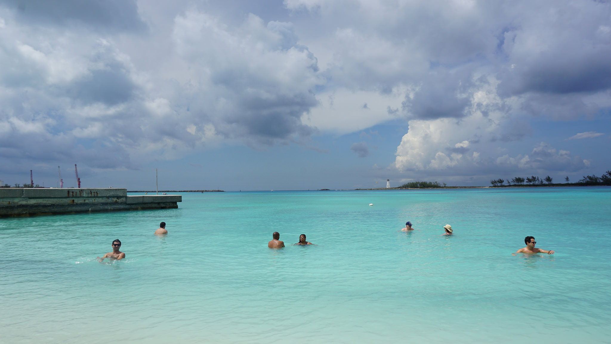 Junkanoo é uma praia pública de Nassau pertinho de onde para o navio.