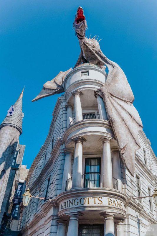 Gringotts ou Gringotes em português é o banco bruxo que simboliza a área do Harry Potter no Universal Studios.