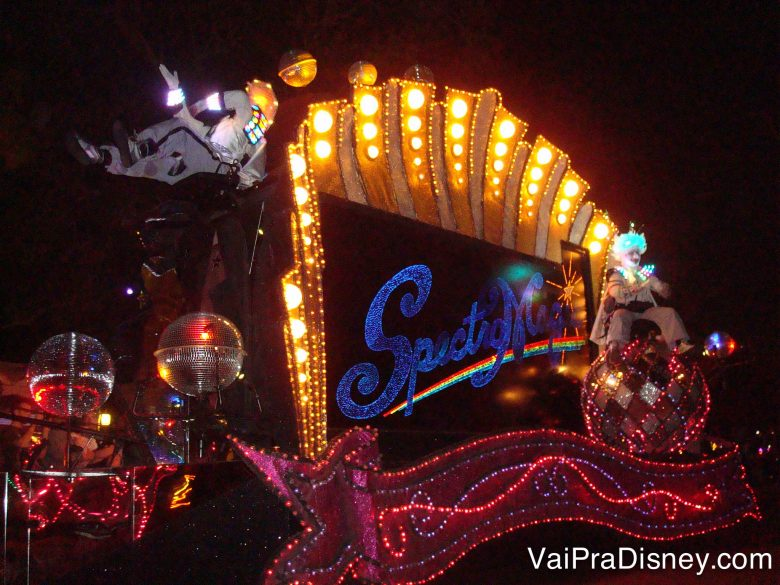 Spectromagic, uma das paradas noturnas do Magic Kingdom.