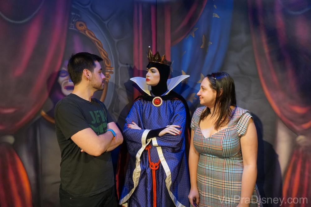 Felipe inventou de provocar a rainha. Eu estrava tentando me enturmar, mas não consegui. hahaha
