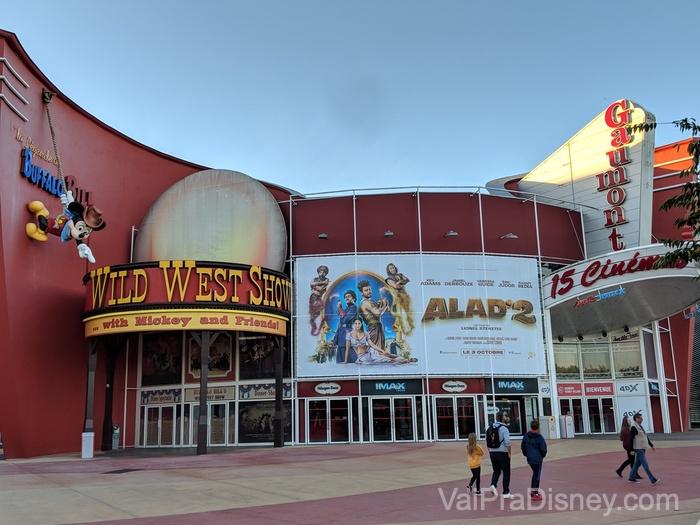 O show do Mickey fica ao lado do complexo de cinema