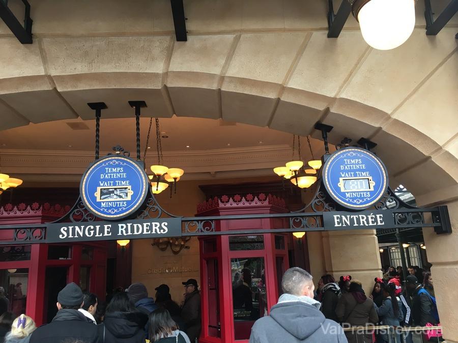 A fila de Single Rider está presente nas duas atrações mais concorridas do parque e pode te economizar um bocado de tempo