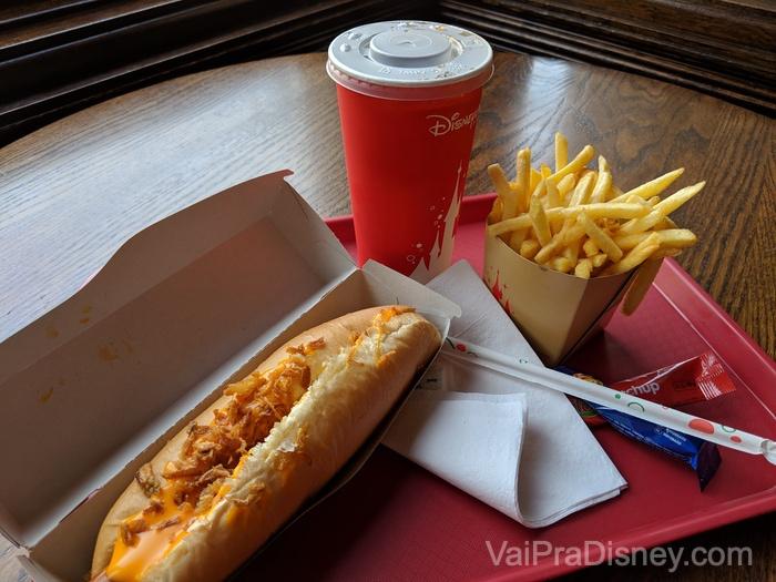 Hot dog do Caseys não tem erro!