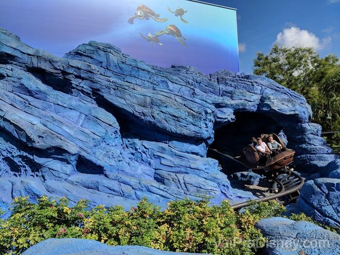 A montanha russa do Crush é uma delícia, e por isso é bem popular no Walt Disney Studios Park