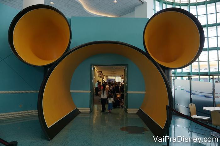 O túnel para a felicidade em Porto Canaveral! Dali, direto para o navio!