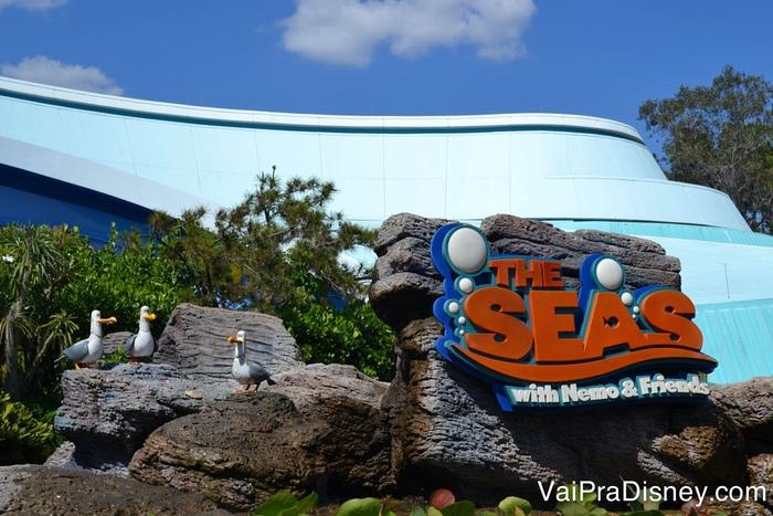 Enquanto um de nós vai ao Soarin', o outro normalmente fica na atração do Nemo que a Julia ama!