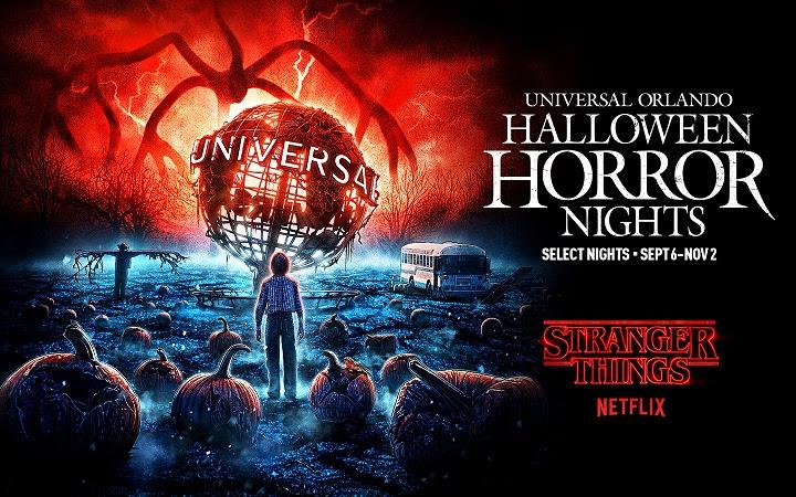 Stranger Things de volta à festa da Universal! A imagem é o poster de divulgação da festa, que mostra um cenário inspirado em Stranger Things, com abóboras de Halloween e monstros no céu.