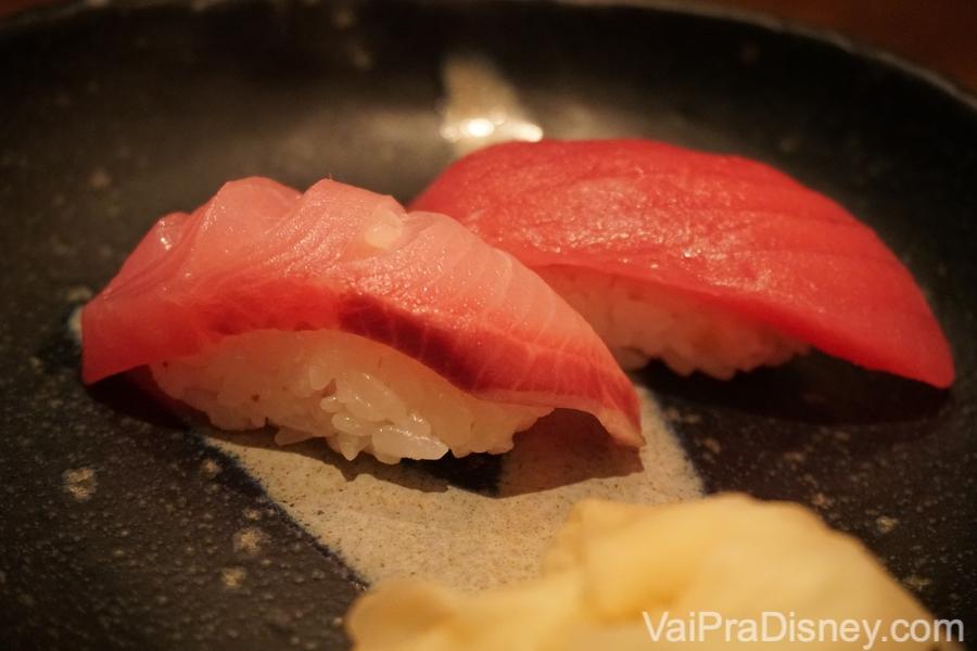 Dupla de sushi de yellowtail e atum