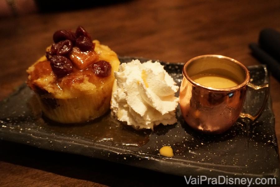 Bread Pudding de Chá Tailandês de sobremesa no Seito Sushi