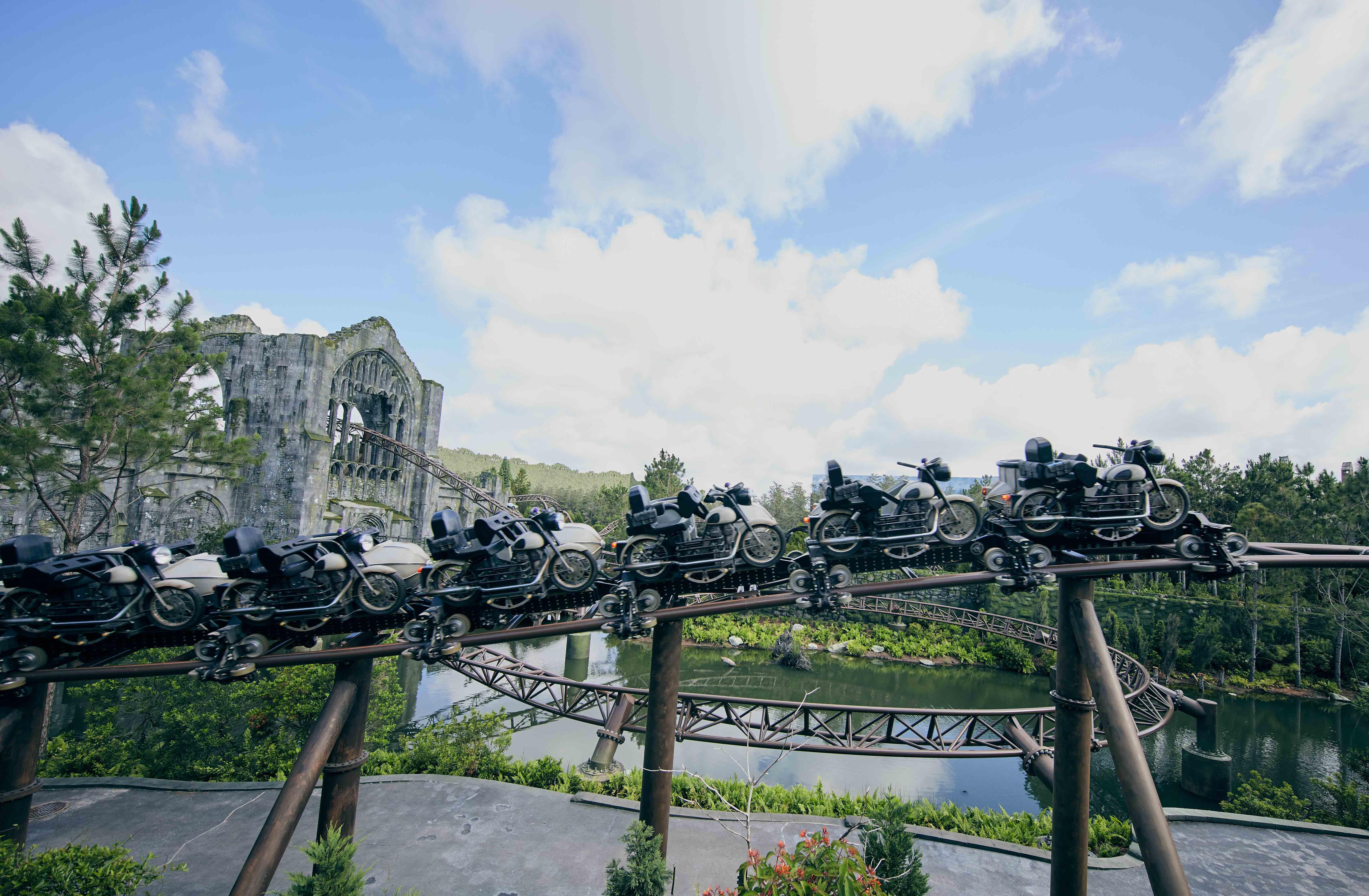 """O """"trem' da atração na verdade é a motocicleta do Hagrid!"""
