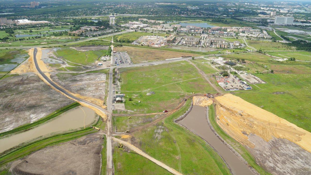 Foto da área em construção onde será o novo parque da Universal, Epic Universe, tirada do alto.