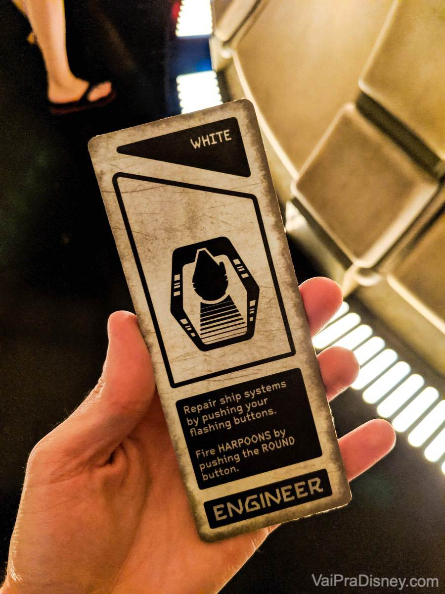 Foto do cartão recebido na atração dentro da Millenium Falcon, identificando a função do visitante (engenheiro no caso)