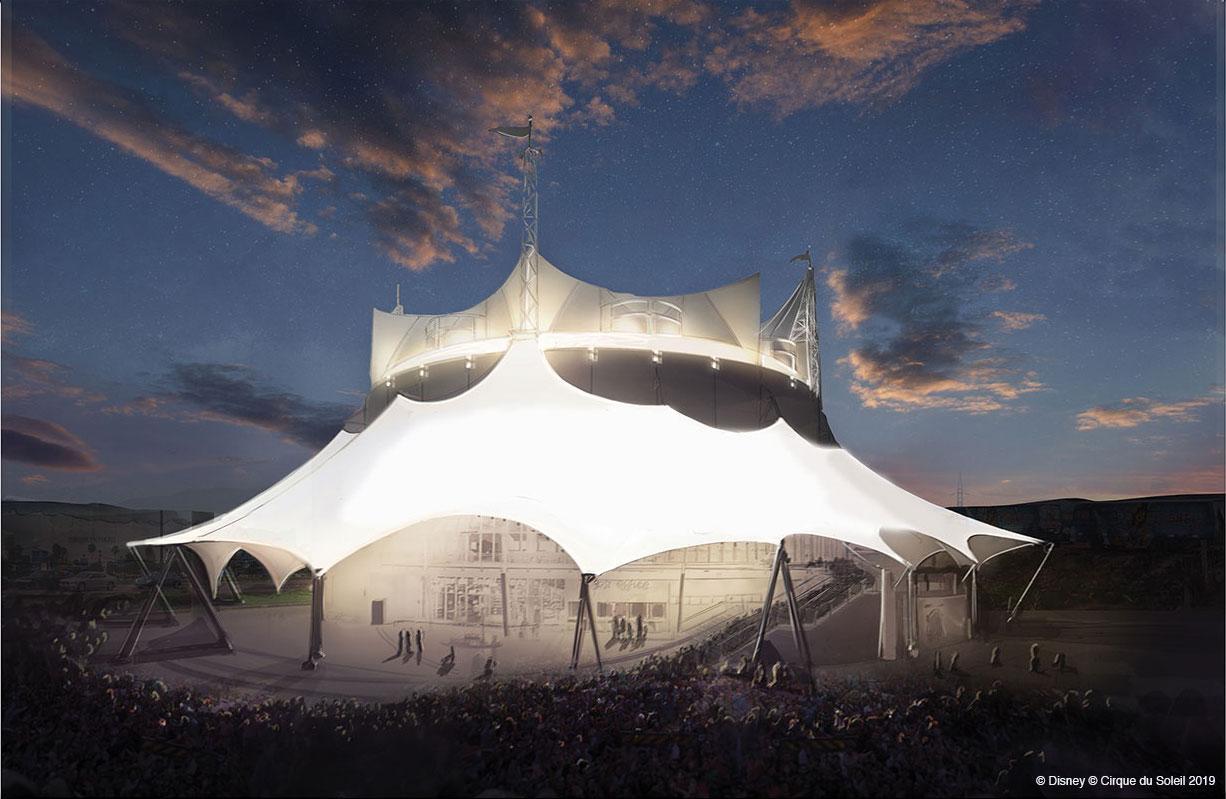 Foto da tenda onde ocorrem as apresentações do Cirque du Soleil em Disney Springs, branca e ampla.