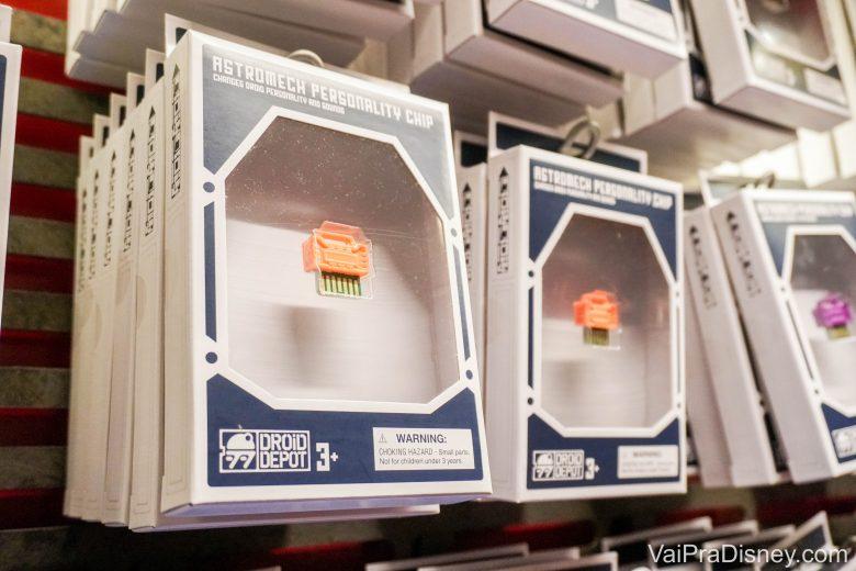 Foto dos chips de personalidade à venda, que são pagos à parte da experiência
