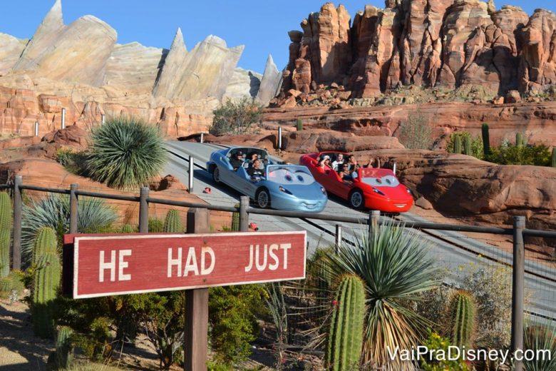 Foto da atração de Carros na Disney California, na área temática do filme que só está presente lá