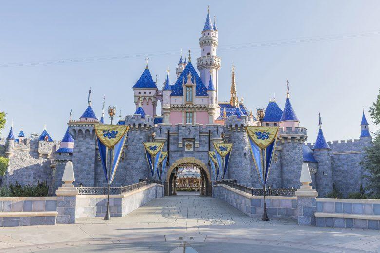 Disneyland California - Não espere um castelo impactante igual o de Orlando, mas a gente ama mesmo assim! Foto: Disney