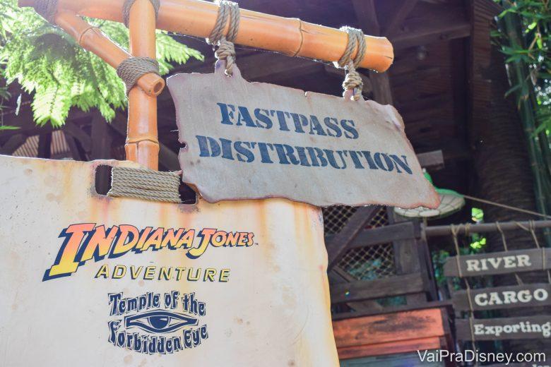 Disneyland California - O sistema de FastPass funciona da mesma forma que era antigamente em Orlando: só da pra pegar 1 por vez e precisa ir em cada atração!
