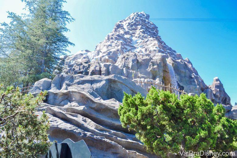 Disneyland California - A Matterhorn é uma montanha russa super clássica da Disneyland