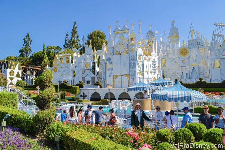 Disneyland California - A parte de fora do Small World da Califórnia é liiiiiiinda!