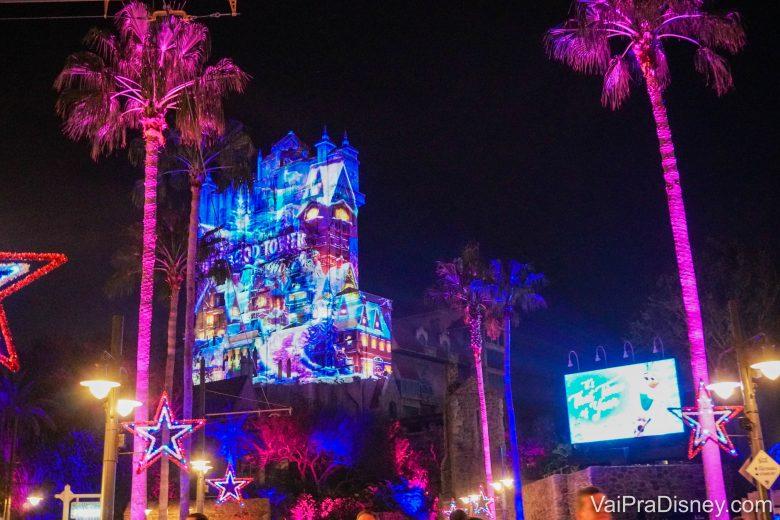 Show de projeções na Tower of Terror, como parte do Sunset Season Greetings