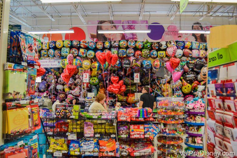 Foto da seção variada de balões da Party City