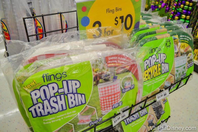 Cestos de lixo desmontáveis para deixar no meio da festa, vendidos por 10 dólares