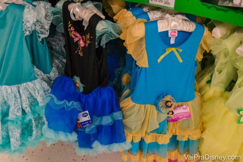 Fantasias das princesas para crianças pequenas, incluindo as de Frozen