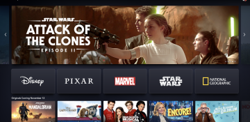 """Imagem da tela de início do Disney+, mostrando algumas opções de filmes e séries do streaming. A primeira a aparecer é o filme """"Star Wars: Ataque dos Clones"""""""