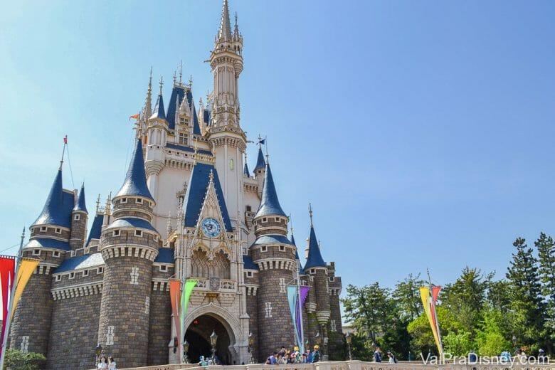 Foto do castelo da Cinderela. Os parques da Disney na Ásia foram os primeiros a fechar durante a pandemia do coronavírus.