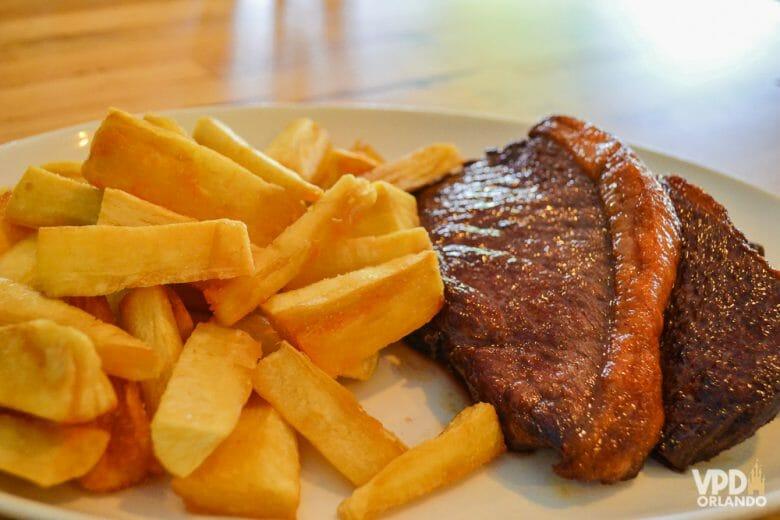 Da comida brasileira à americana: há opções boas e baratas de restaurantes para todos os gostos