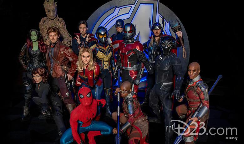 Foto de diversos personagens da Marvel que estarão presentes para encontros no Avengers Campus.