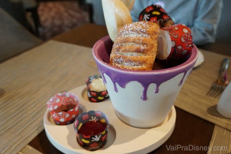 A cesta de pães é linda e deliciosa!