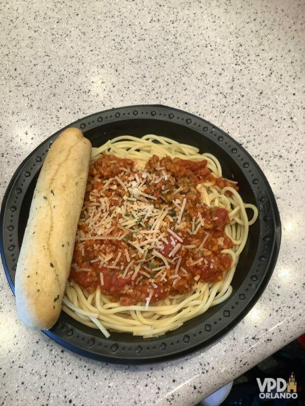 Foto da comida da Carol, que escreveu ao Viagem do Leitor, na Universal, um spaghetti à bolonhesa com carne do futuro