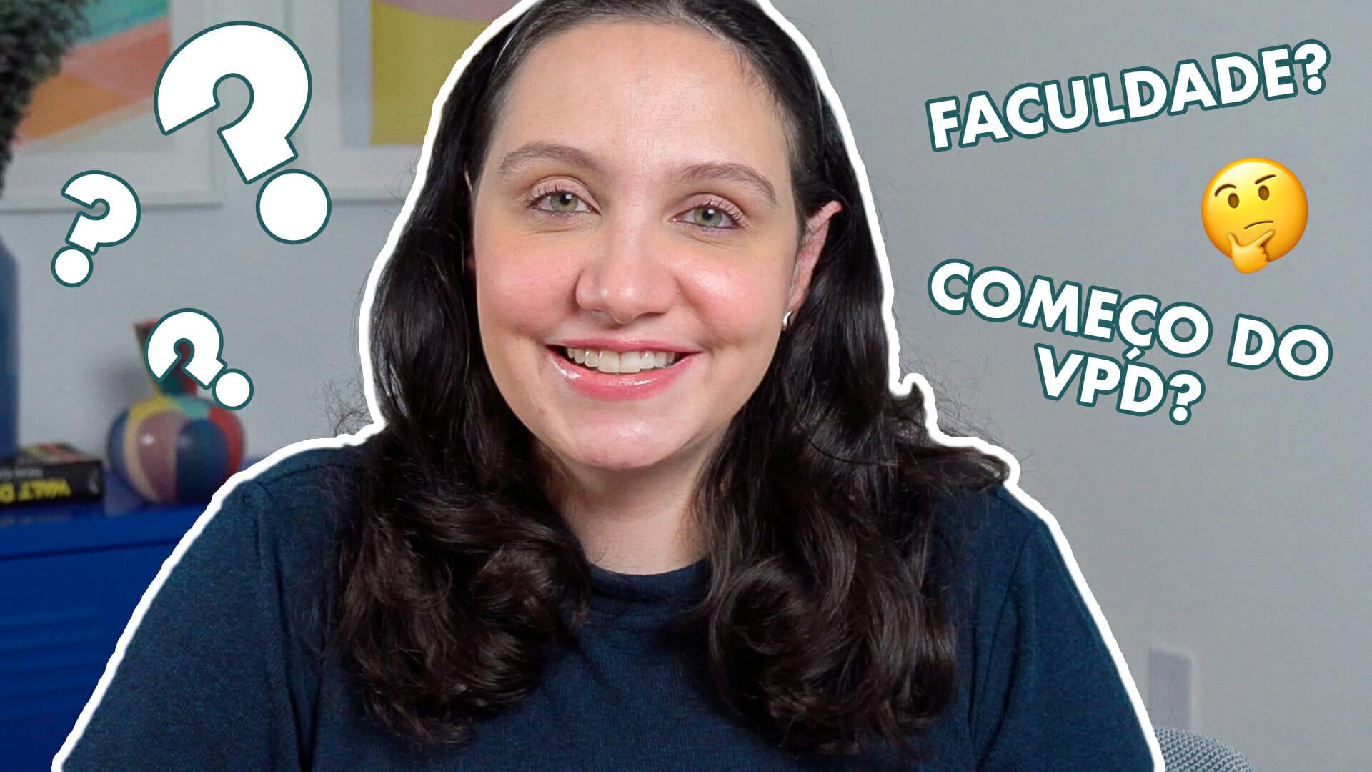 Screenshot do vídeo de perguntas e respostas que está no canal do YouTube do VPD, mostrando a Renata sorrindo com pontos de interrogação e algumas perguntas no fundo cinza.