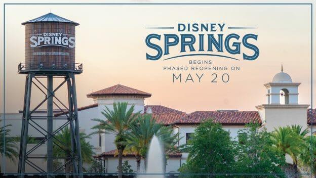 """Foto do anúncio da Disney da reabertura de Disney Springs, com a caixa d'água com o nome do local e o texto """"Disney Springs begins phased reopening on may 20"""""""