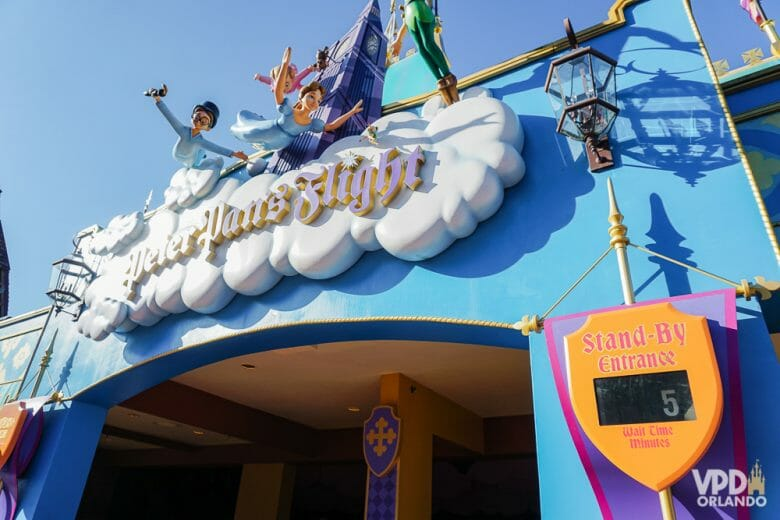 Imagem das entrada do Peter Pan no Magic Kingdom com 5 minutos de fila. Essa é uma das atrações que fará parte do Early Theme Park Entry.