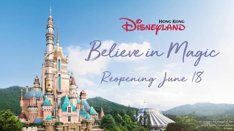 "Foto de divulgação da reabertura da Disneyland de Hong Kong, com uma foto do castelo, da Space Mountain e o texto ""Believe in Magic - Reopening June 18"""