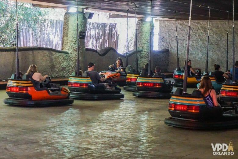 Foto dos carrinhos de bate-bate no Busch Gardens.