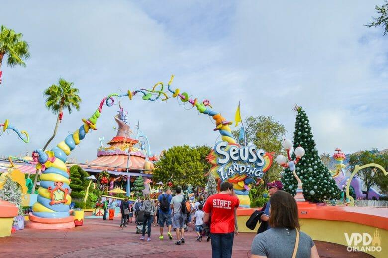 A área do Dr. Seuss no Islands of Adventure é toda voltada pras crianças